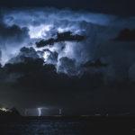 tempesta di fulmini sullo stretto vista dalla baia di giardini